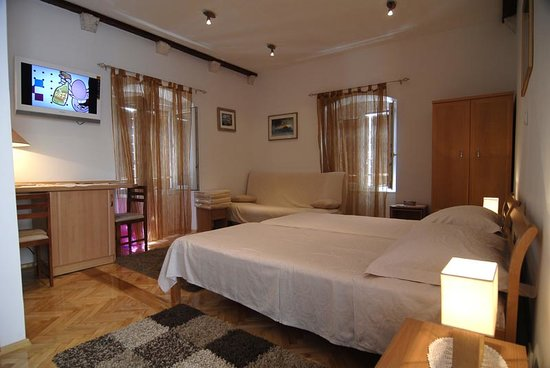 Carrara Accommodation: Room 4*