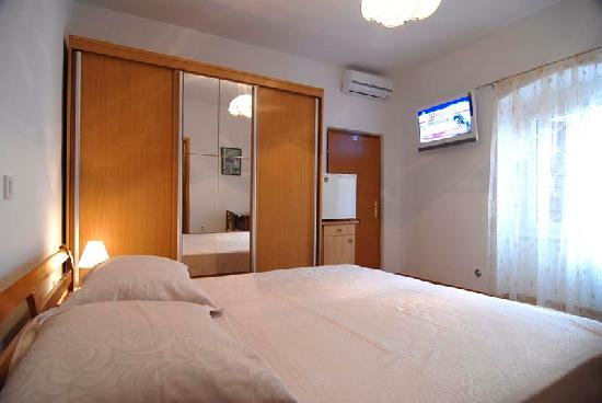 Carrara Accommodation: Room 3*