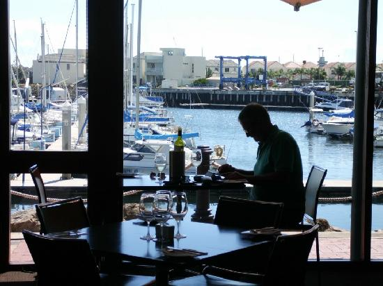 Sailmaster Tavern: Great outlook.