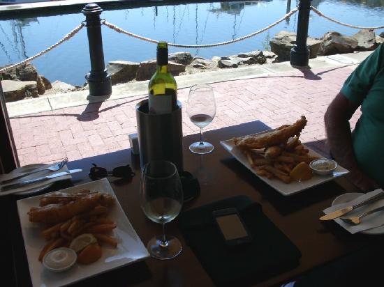 Sailmaster Tavern: Table setting