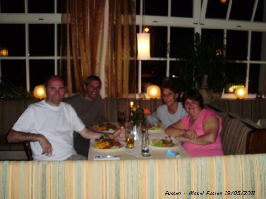 Motel Fuessen: Cenando en el hotel