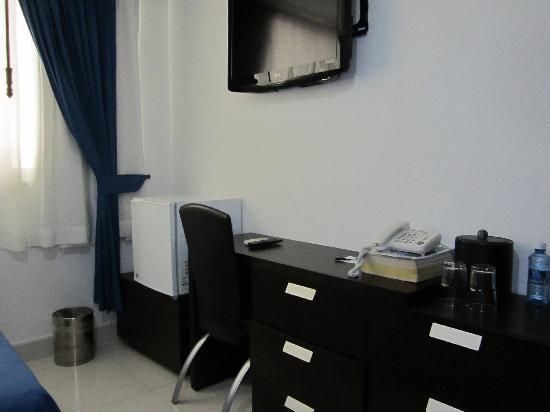 AZ Hotel & Suites: habitacion