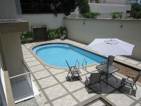AZ Hotel & Suites: piscina