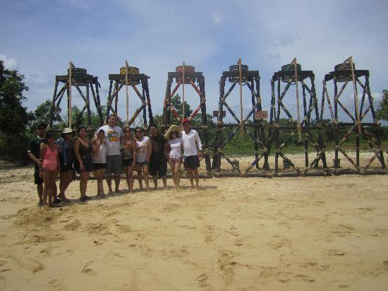 Caramoan, ฟิลิปปินส์: Another nearby island,  a location shooring for  Survivor India