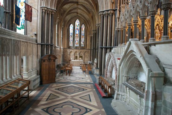 Worcester, UK: The Cathedral is massive inside