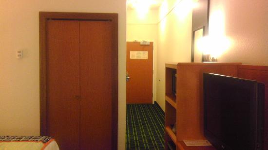 Fairfield Inn & Suites Texarkana : Long hallway view frim bedroom - bathroom is to left about halfway down