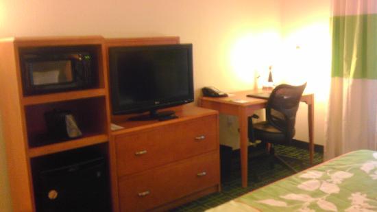 Fairfield Inn & Suites Texarkana : TV Desk Area