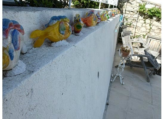 Maison Louijane: Hand-blown glass fishes decorate the deck area.