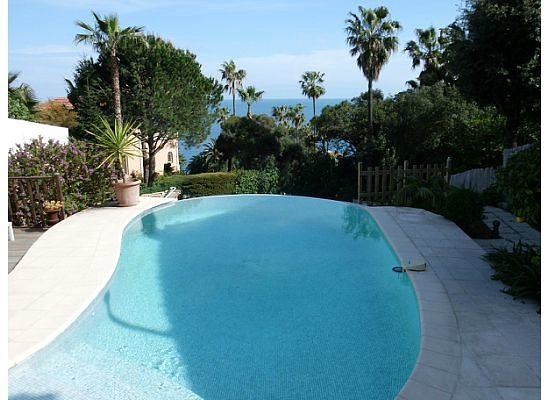 Maison Louijane: The pool area looks out over the Mediterranean.