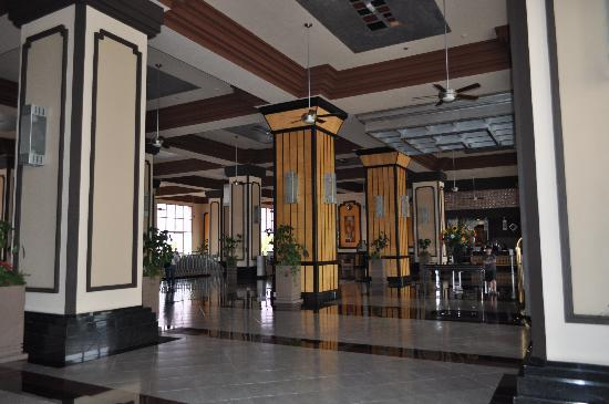 Hotel Riu Emerald Bay: The lobby