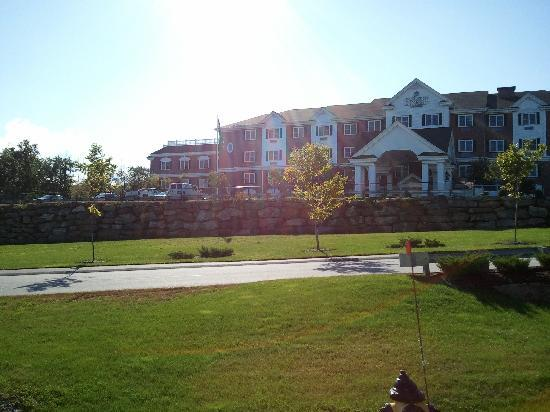 Country Inn & Suites By Carlson, Manchester Airport: The outside of the Hotel