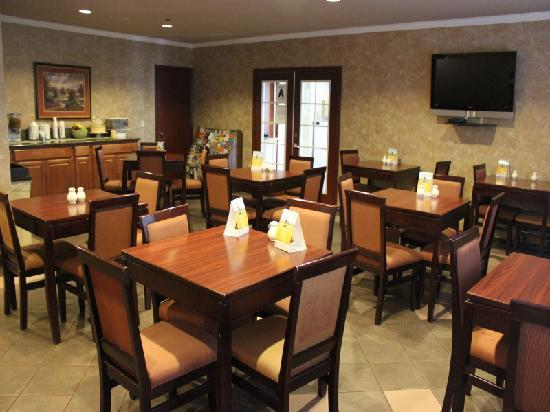 Quality Inn Wine Country: Quality Inn Temecula Q Corner Cafe Breakfast