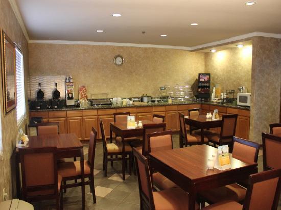 Quality Inn Wine Country: Quality Inn Temecula Q Corner Cafe Breakfast 2
