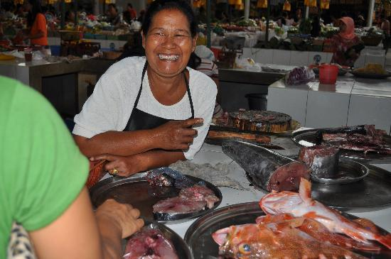 Beautiful Balinese smiles at the Sanur Markets