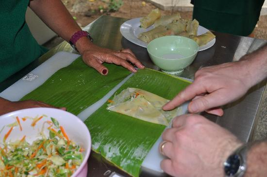 Sanur, Indonesien: Wrapping Spring Rolls, not as easy as it looks!
