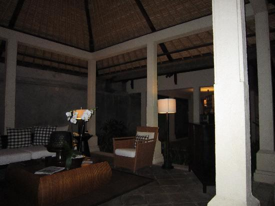 The Gangsa Private Villa by Kayumanis: living room