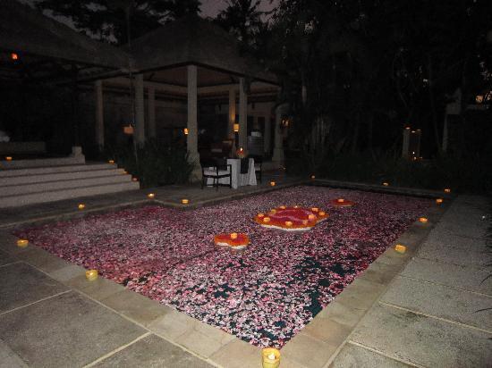 Kayumanis Sanur Private Villa & Spa : romantic candle light dinner