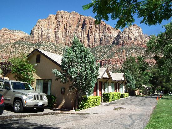 Canyon Ranch Motel: Bungalow