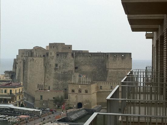 Royal Continental Hotel: Castel dell'Ovo dalla mia stanza al 6 piano