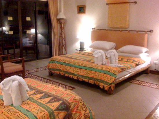 Chaba Cabana Beach Resort: the very, very spacious room for 2