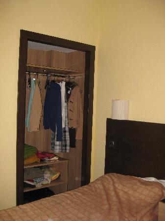 Aparthotel Serrano Recoletos: Bedroom