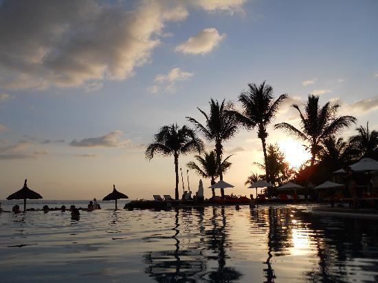 Sands Suites Resort & Spa: pool at sunset