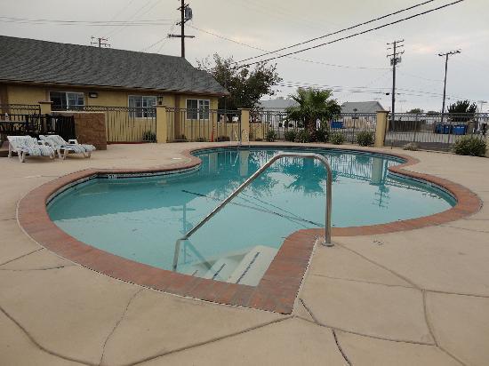 Motel 6 Mojave - Airport: la piscine