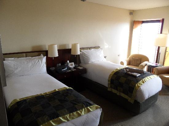 โซฟิเทล เมลเบิร์น ออน คอลลินส์: Our twin bed room on the 41st floor