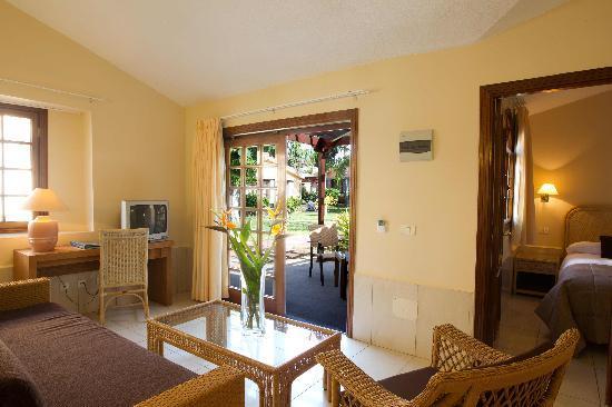 Villa: Wohnzimmer - Foto van Hotel Dunas Suites and Villas Resort ...
