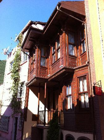 Emirhan Inn Apart Hotel: Outside