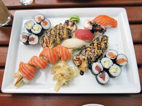 Sapa Sushi: Sushi platter for two