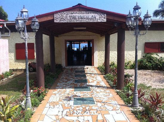 Vakaloa Beach Resort: The entrance to Vakaloa