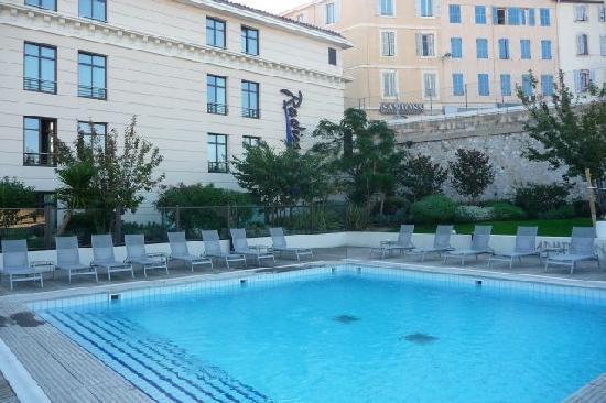 Great Radisson Blu Hotel, Marseille Vieux Port: Swimming Pool