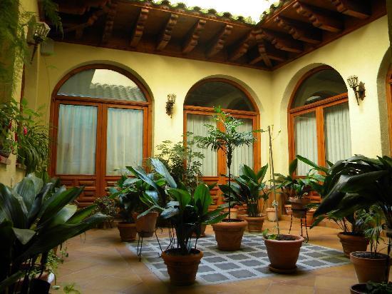 Hotel Santa Isabel: PATIO CAFETERIA