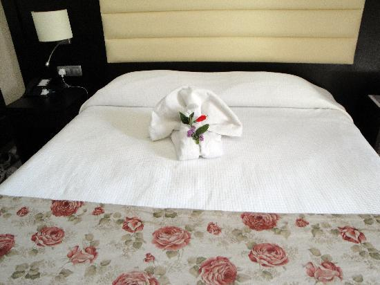 TUI SENSIMAR Oceanis Beach & Spa Resort: Huge bed