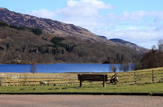 Loch Achray Hotel: Taken from outside the hotel