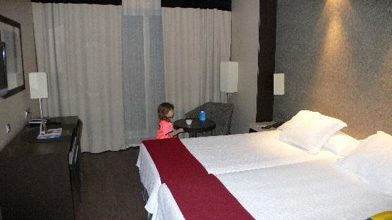 NH Tenerife: nice dbl room with a cot