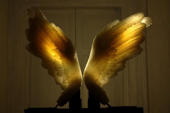 Hotel Le Clarisse al Pantheon: The Clarisse wings sculpture