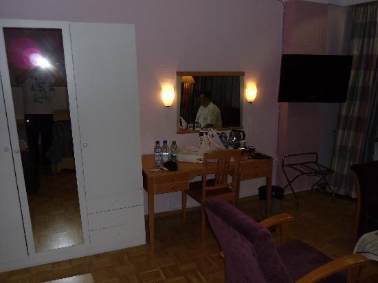 Arthur Hotel: elisovetchi.victor@gmail.com