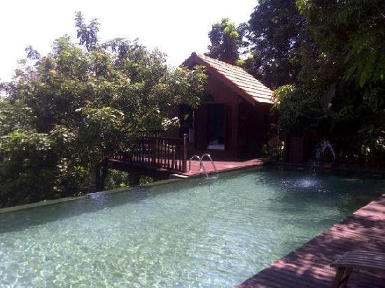 Seremban, Malasia: Our room by the pool