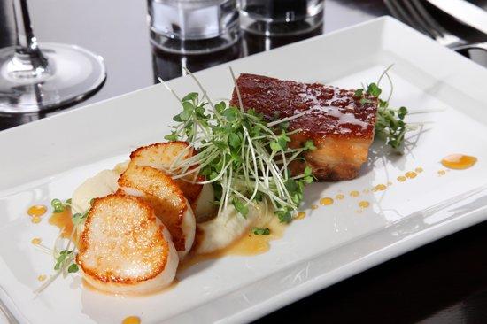 Spirit Restaurant: Scallops and Roast Pork Belly