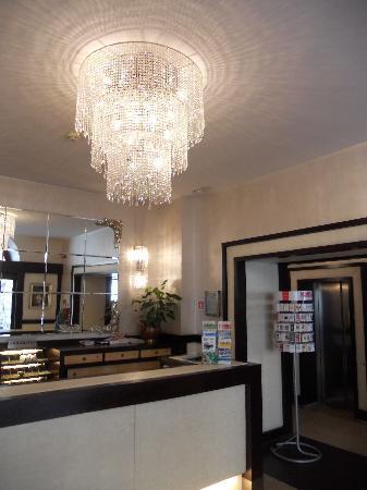 โรงแรมเยส: Hotel Lobby