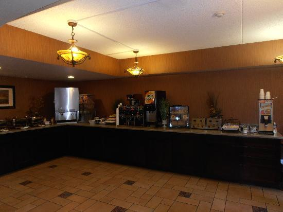 Days Hotel Mesa Near Phoenix : breakfast buffet