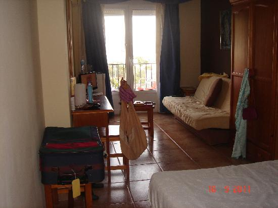 Hotel Al-Andalus Nerja: Room 116 - excuse the clutter!