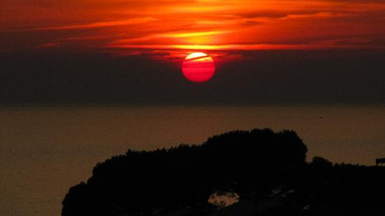 Cinqueterre Residence: A typical sunset view from the terrace