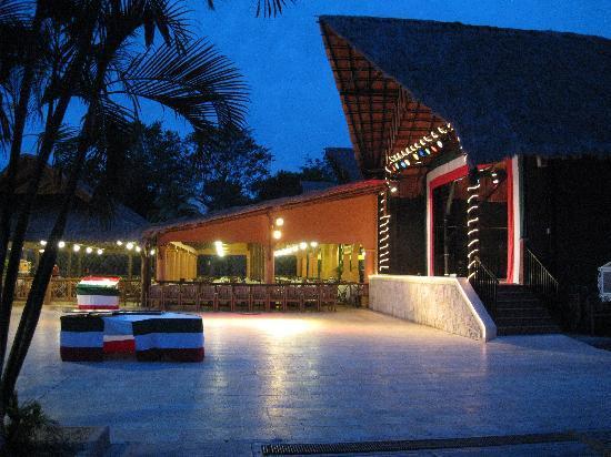 Hotel Riu Lupita: Entertainment / Buffet Area