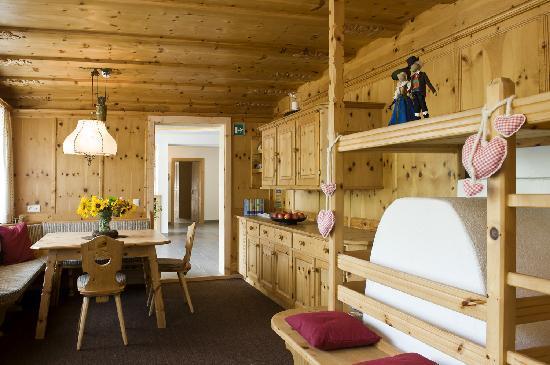 Martina Breakfast Lodge: Tiroler Stube