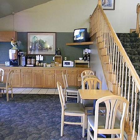 Regency Inn: Breakfast Area