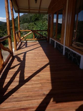 Hotel de Montaña y Restaurante Suria: Corredor con vista al bosque
