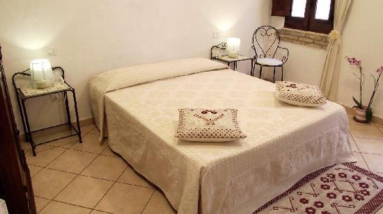 Affittacamere Castello : Iris stanza matrimoniale, Double room